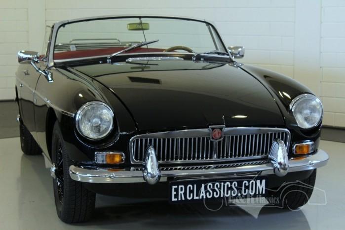 mg b cabriolet 1968 noir avec l interieur rouge restaur e. Black Bedroom Furniture Sets. Home Design Ideas