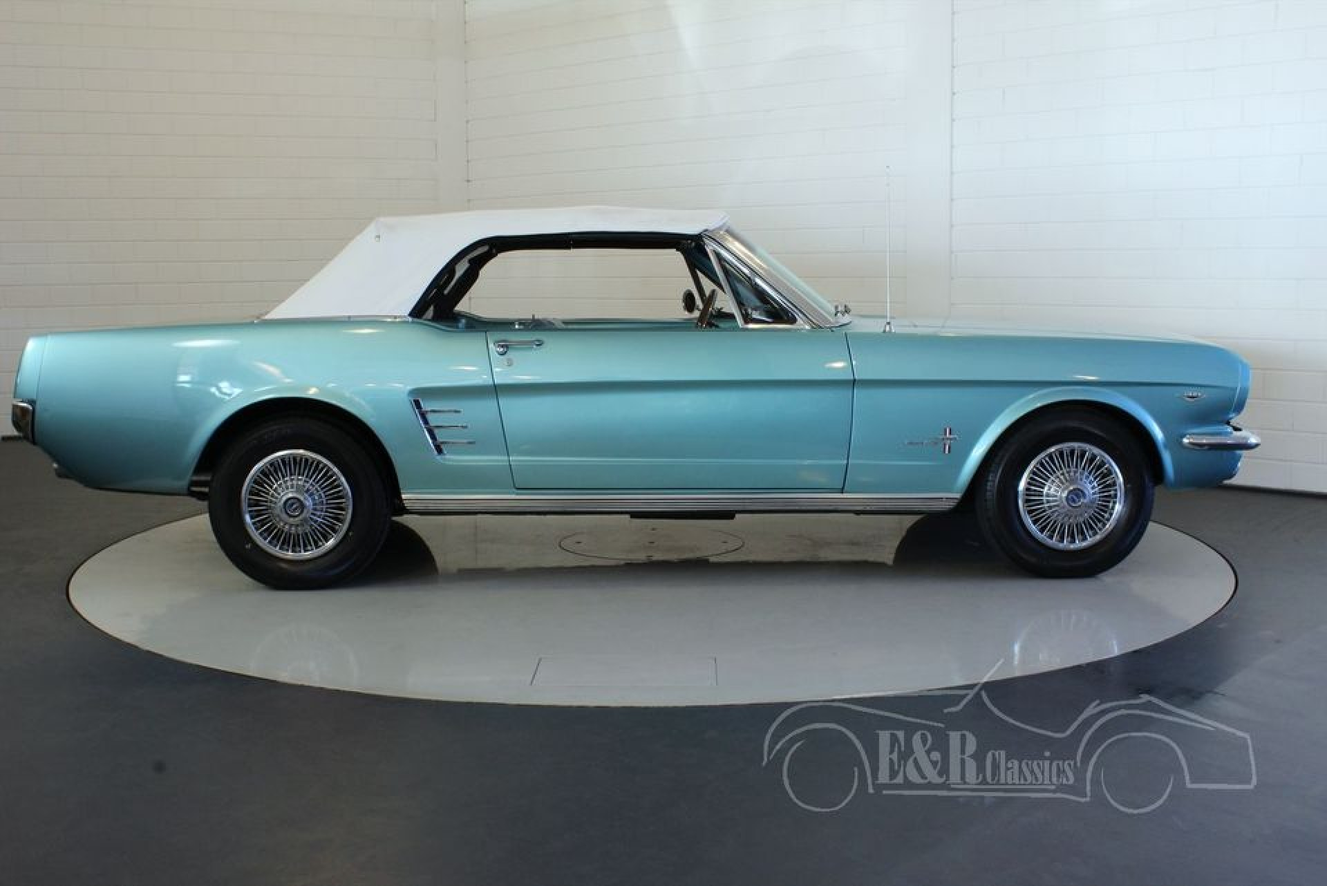 ford mustang v8 cabriolet 1966 vendre erclassics. Black Bedroom Furniture Sets. Home Design Ideas