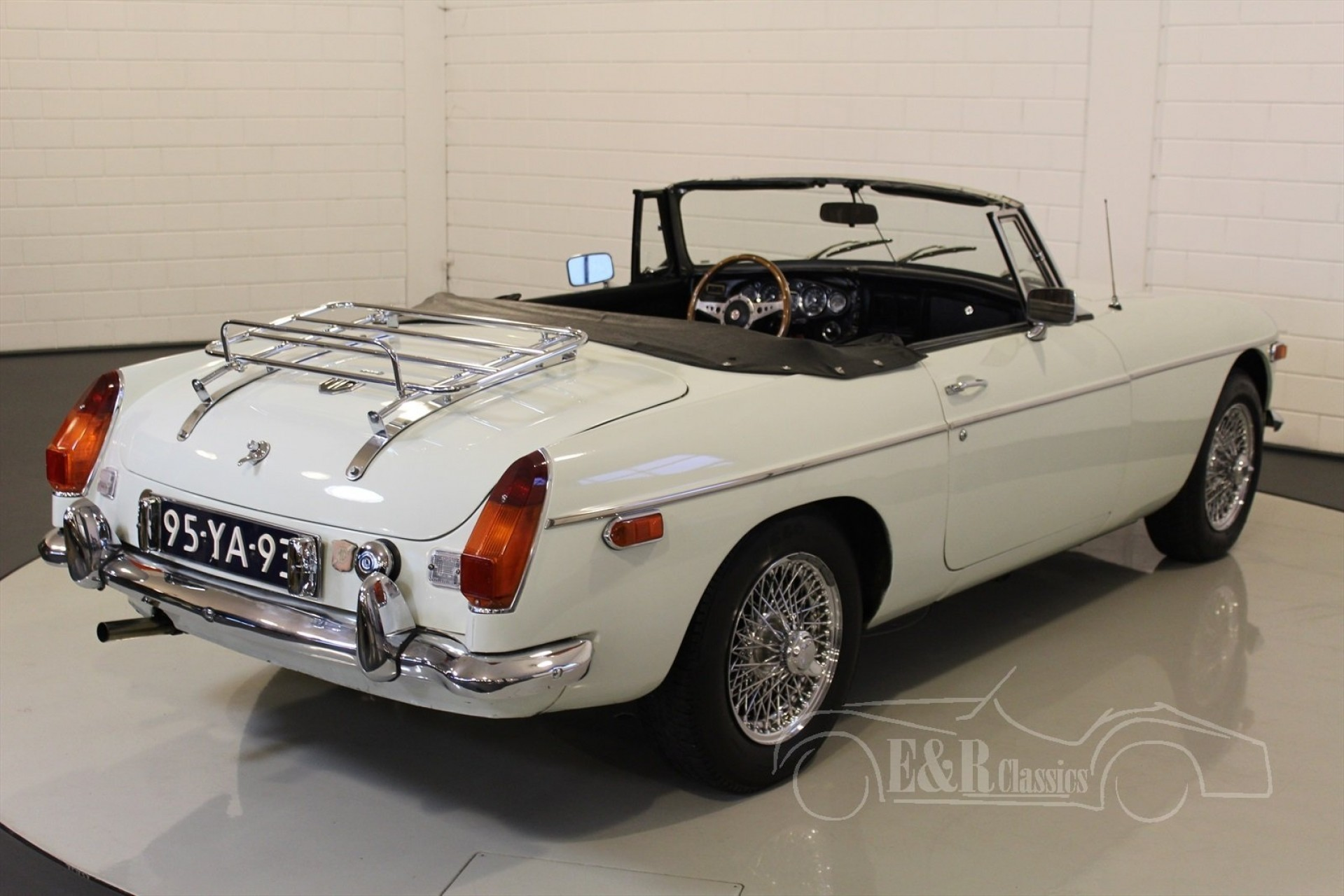 mgb 1975 cabriolet vendre erclassics. Black Bedroom Furniture Sets. Home Design Ideas