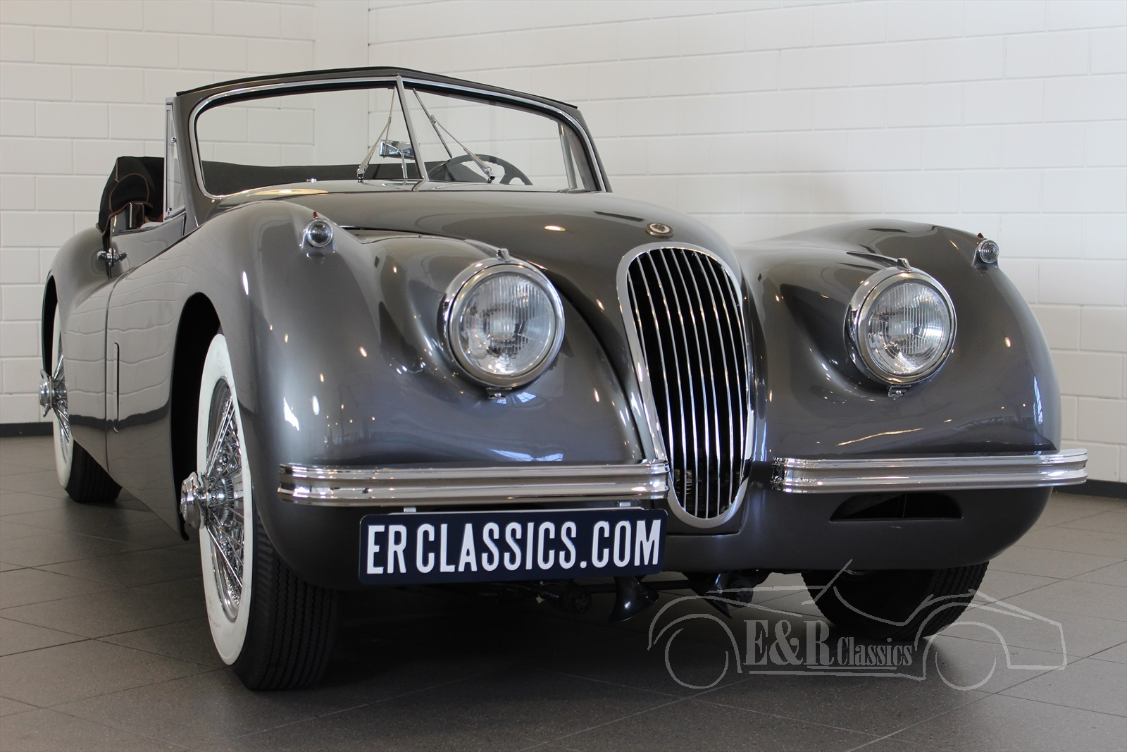 jaguar xk120 voitures de collection a vendre a e r classic cars. Black Bedroom Furniture Sets. Home Design Ideas